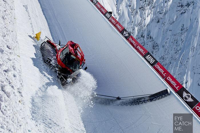Fotografie der Pipeshapemaschine am Nebelhorn in Oberstdorf, dass Foto hat der Fotograf 2012 kurz vor der Deutschen Halfpipe Meisterschaft gemacht