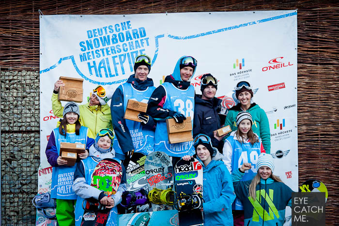 Das Foto vom People Fotograf aus Köln zeigt die Gewinner der Halfpipe DM 2012 in Oberstdorf