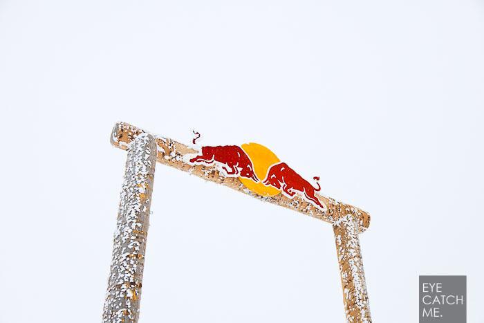 Bild von Photograf aus Köln, des Red Bull Logos an der Halfpipe am Nebelhorn in Oberstdorf.