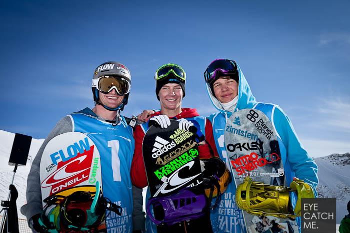 Das Foto zeigt drei junge Snowboarder die auf dem Treppchen der Deutschen Meisterschaft standen, fotografiert von Fotograf Eyecatchme aus Köln