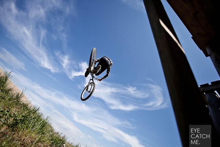 Dieses tolle Event Foto hat der Fotograf Eyecatchme aus Köln beim Dirt Masters Event in Winterberg gemacht, es zeigt einen Biker in der Luft