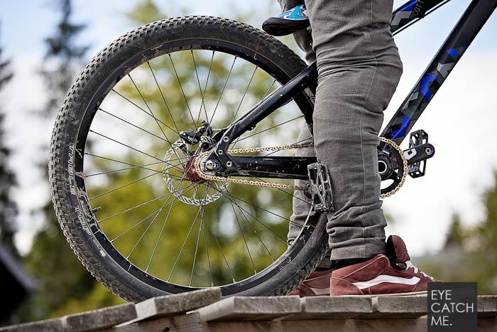 Schönes Sport Detail Foto eines Bikers der am Start auf seinen Run wartet, das Bild ist von Fotograf Eyecatchme aus Köln