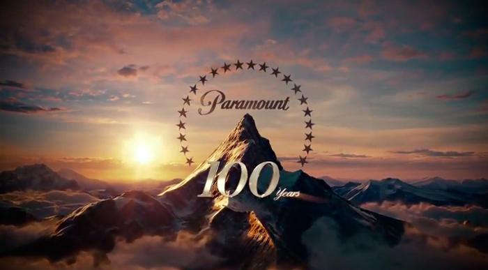 Der professionelle Fotograf bekam von Paramount den Auftrag das wohl aufwendigste Gruppenfoto seiner Karriere zu fotografieren