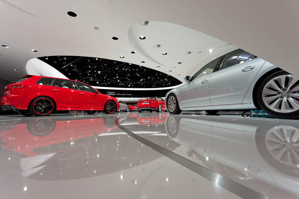 EYECATCHME. Messe Fotograf für Audi auf der IAA in Frankfurt, das Foto zeigt den Messestand aus einer bodennahen Perspektive