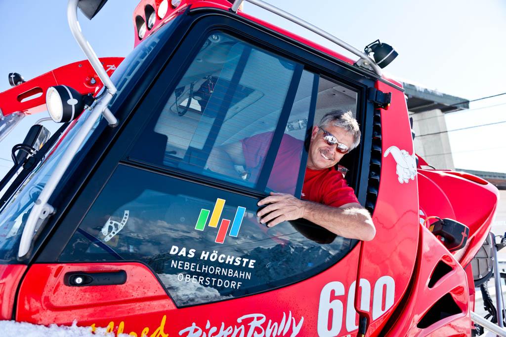 Event Fotograf für Mitarbeiter und Portrait Fotos aus Köln. Dieses Foto eines Walzenfahrers ist am Nebelhorn entstanden