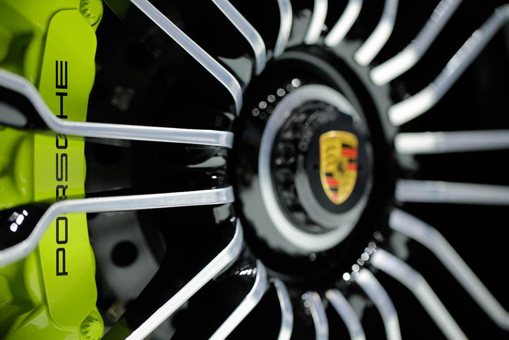Ein Foto der Felge des Porsche Spyder auf der IAA 2013